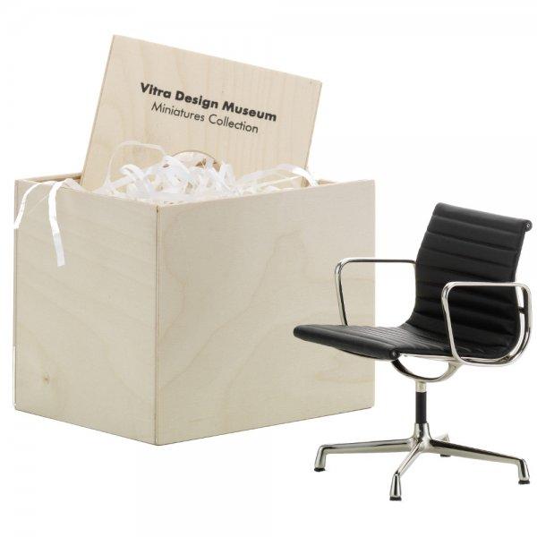 Miniatur stuhl eames aluminium von vitra for Vitra eames stuhl nachbau