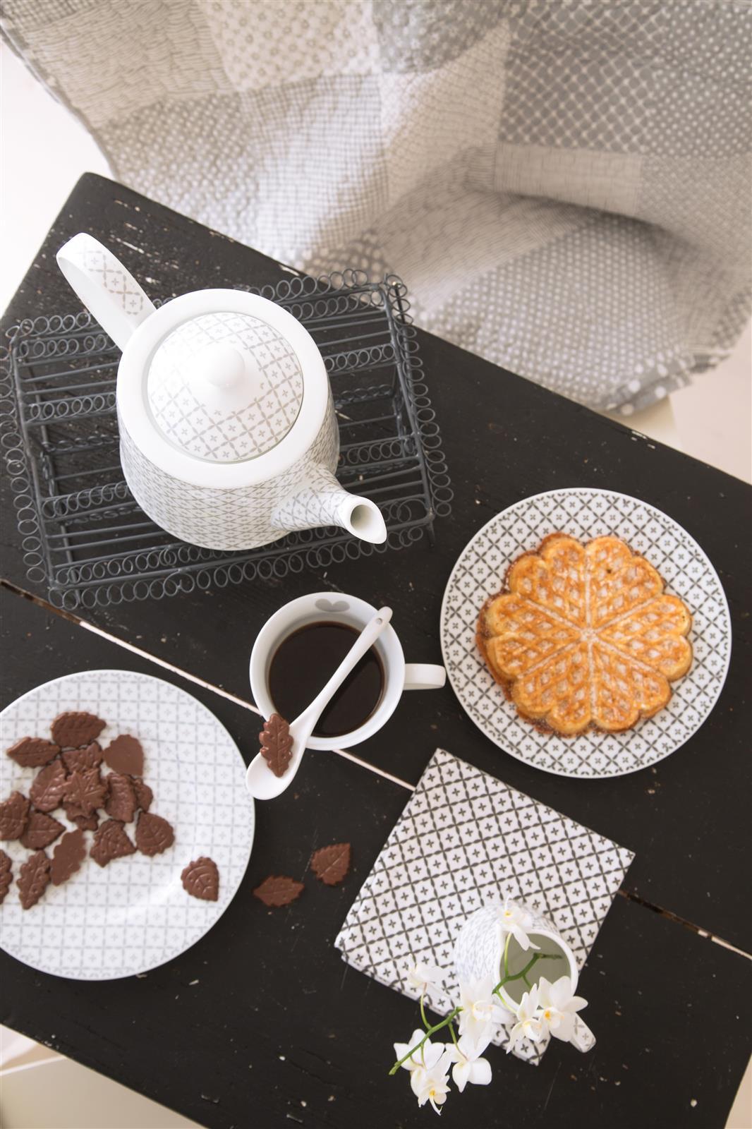 happy teller grau diagonal von krasilnikoff. Black Bedroom Furniture Sets. Home Design Ideas
