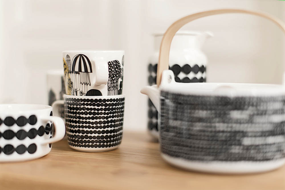 teekanne oiva r symatto schwarz wei von marimekko. Black Bedroom Furniture Sets. Home Design Ideas