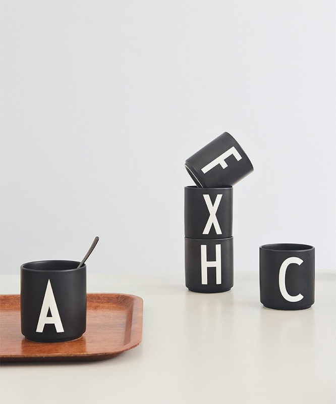 design letters tasse schwarz l eur 20 00. Black Bedroom Furniture Sets. Home Design Ideas