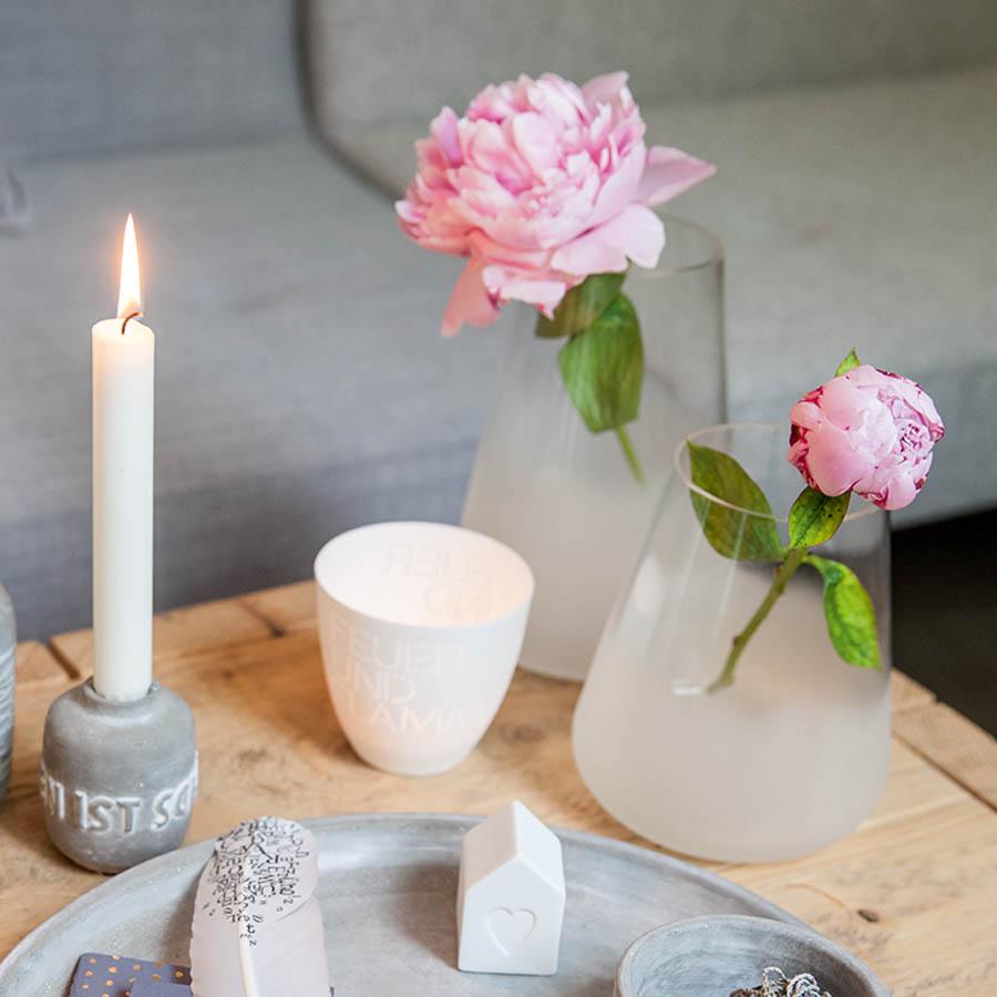 poesielicht porzellantasse zuhause v gel von r der design. Black Bedroom Furniture Sets. Home Design Ideas