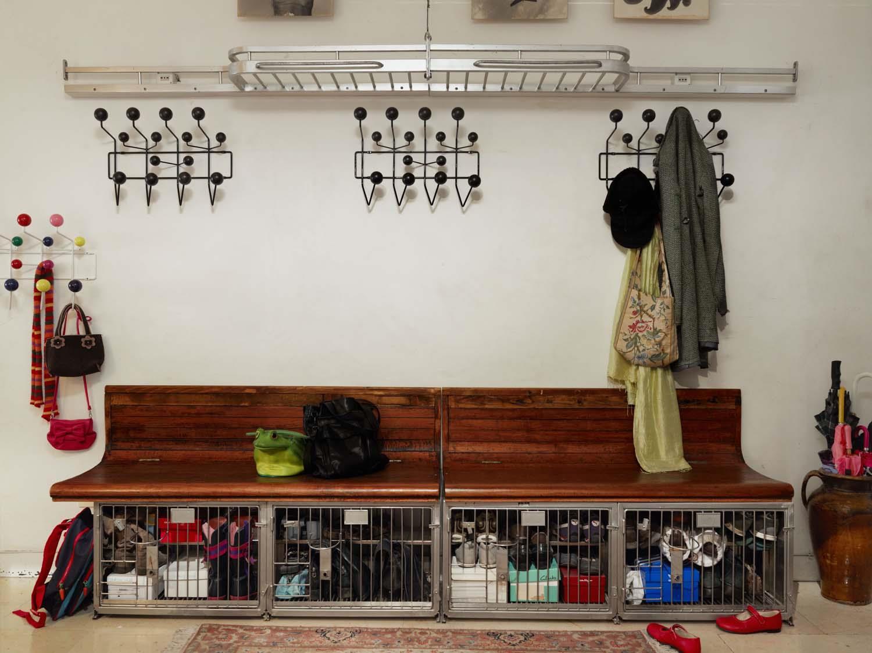 garderobe hang it all schwarz von vitra. Black Bedroom Furniture Sets. Home Design Ideas