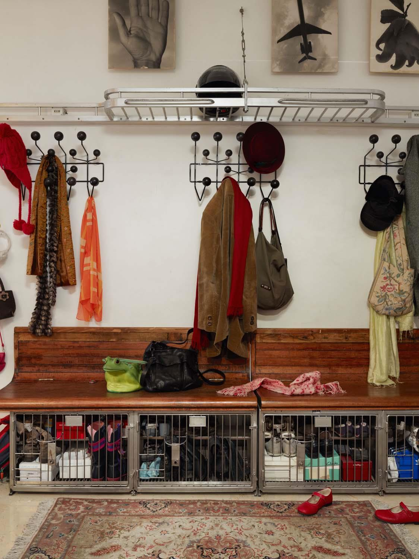 garderobe hang it all walnuss von vitra. Black Bedroom Furniture Sets. Home Design Ideas