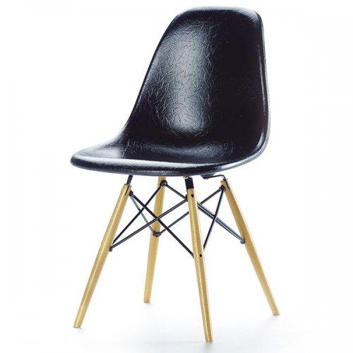 vitra miniatur stuhl eames dsw schwarz eur 135 00. Black Bedroom Furniture Sets. Home Design Ideas
